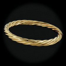 18kt yellow gold fluted bangle bracelet by Italian Designer.