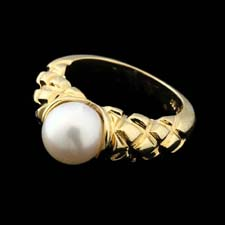 18kt yellow gold and 7.5mm pearl ring with a raised diamond design in the gold