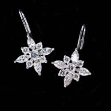 Pretty platinum flower earrings with 1.85 carats of diamonds.