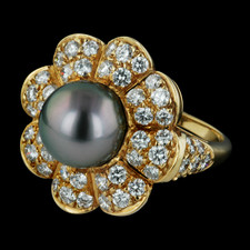 A gorgeous 9.5mm Tahitian Black Pearl and 1.88ctw diamond ring by Gumuchian. This ring is a size of 6 1/4. The top of the ring measures 20mm in diameter.