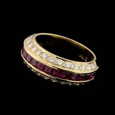 Gumuchian Captiva ring with rubies in the center