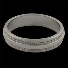 This classic gents platinum wedding band is 5mm wide and is a size 10.