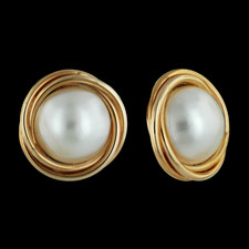 Twisted wires of 14kt yellow gold surround one each 11mm mabe' pearl earring.  These earrings have a post back.