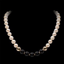Robert Golden Pearl and black onyx necklace