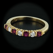 This gorgeous Jeff Cooper 18kt yellow gold band is set with .34cts of rubies and .21cts of diamonds. With a thickness of 3.5mm and a size of 6.00.