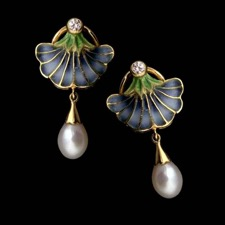 Beautiful and delicate blue and green enamel earrings from Nouveau Collection with diamonds and pearls. Set in 18kt yellow gold.