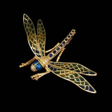 Color takes flight with the creation of the 18kt yellow gold dragonfly from Nouveau Collection. This piece can be worn as a brooch or a pendant.