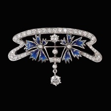 This beautiful Nouveau Collection 18kt white gold brooch shines with 1.95ctw of diamonds. Can also be worn as a pendant.
