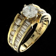 29EB1 - An excellent condition 14kt yellow gold and diamond engagement ring set with .86ct in round full cut and baguette diamonds. The center stone is an .80ct non certified old European cut estimated at I, SI1-SI2. A pretty ring at a nice price. Finger size 6.