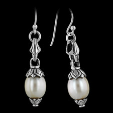 This is a nice pair of sterling and pearl dangle earrings from Scott Kay Sterling. They are very beautiful no matter what the occasion. The length of the piece is a little over an inch with a pearl measuring 9mm.