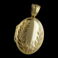 Charles Green Charles Green 18kt yellow gold engraved locket